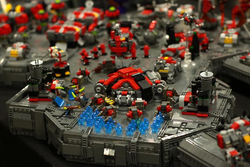 Massive LEGO Starcraft II MOC 19268583131_1595dbbea0_c