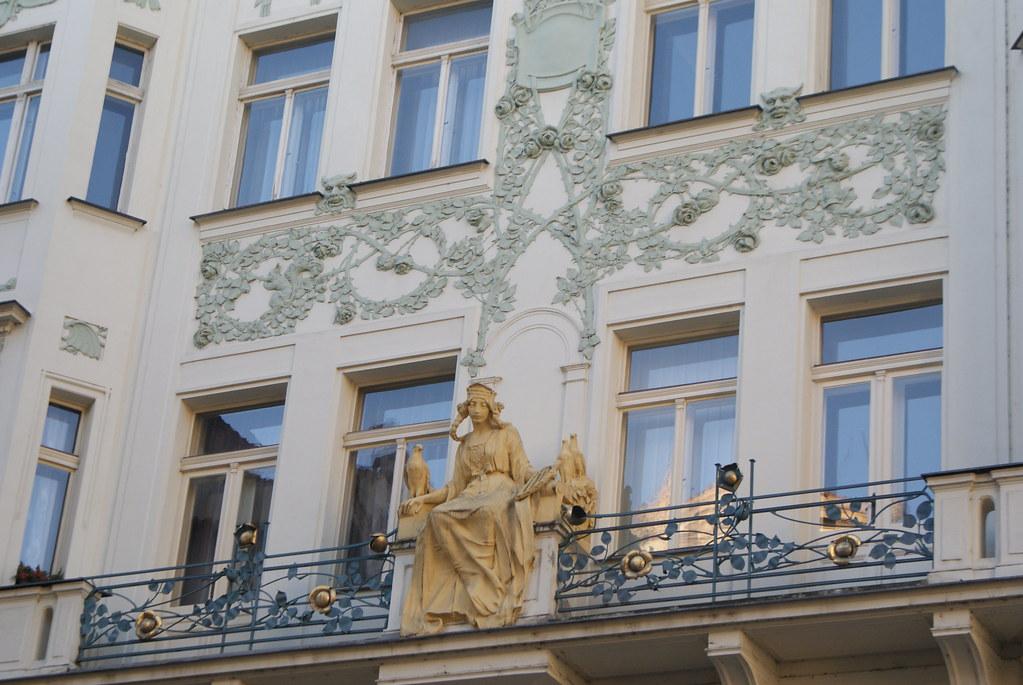 Sculpture art nouveau dans le centre de Prague.