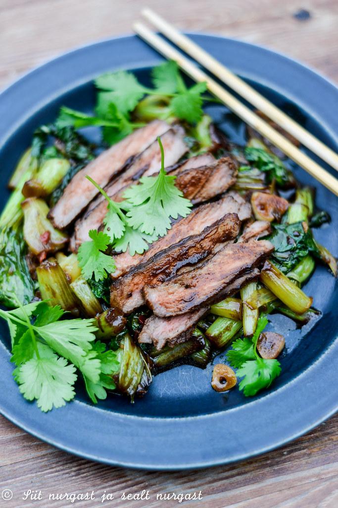 musta oa kastmes veiseliha paksoiga/grilled beef in black bean sauce with pak choi