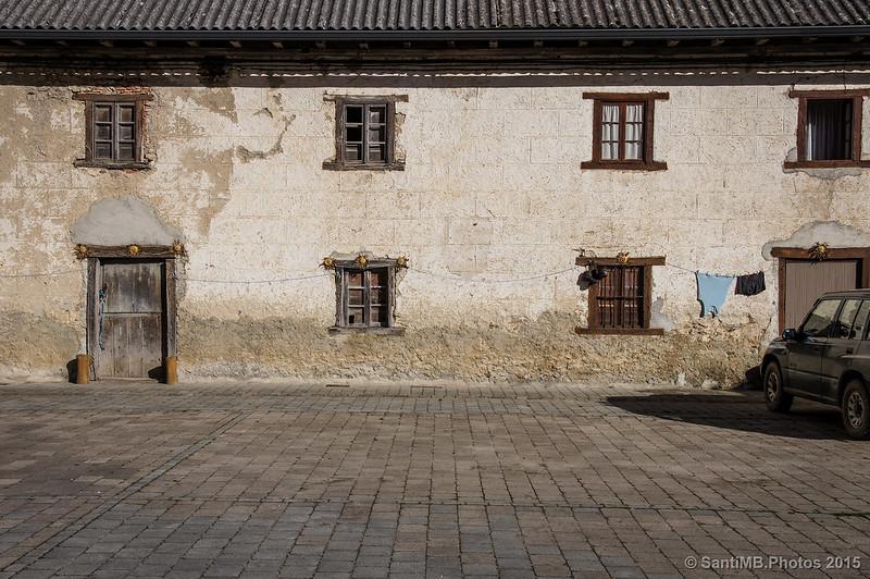 Frente al viejo palacio