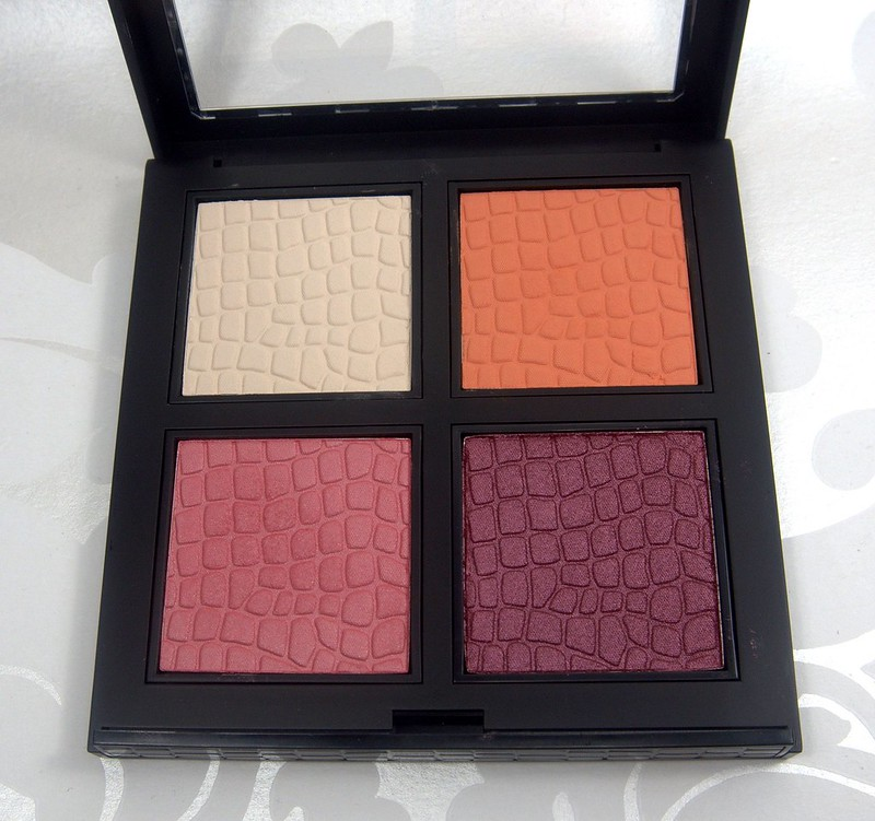 Make Up Store Maroon