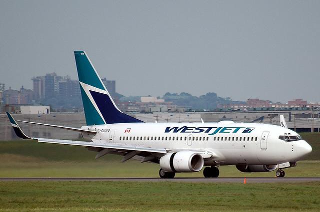 737 700 westjet s 737 700 with winglets arrives from calga flickr