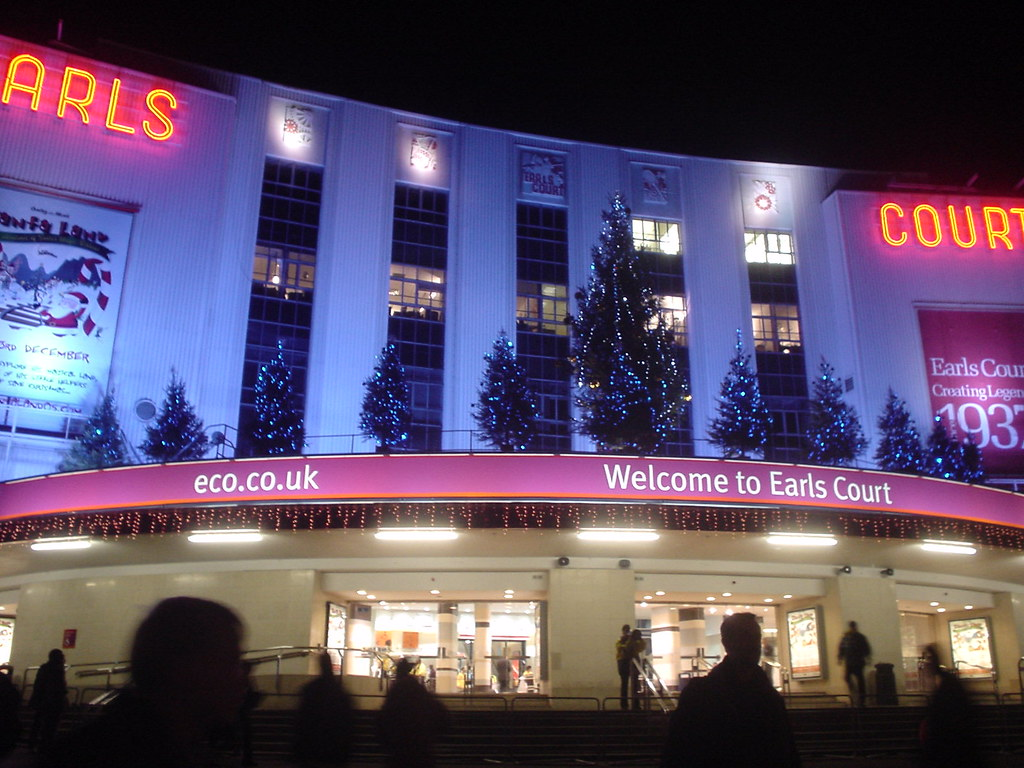 how to get from earls court to heathrow