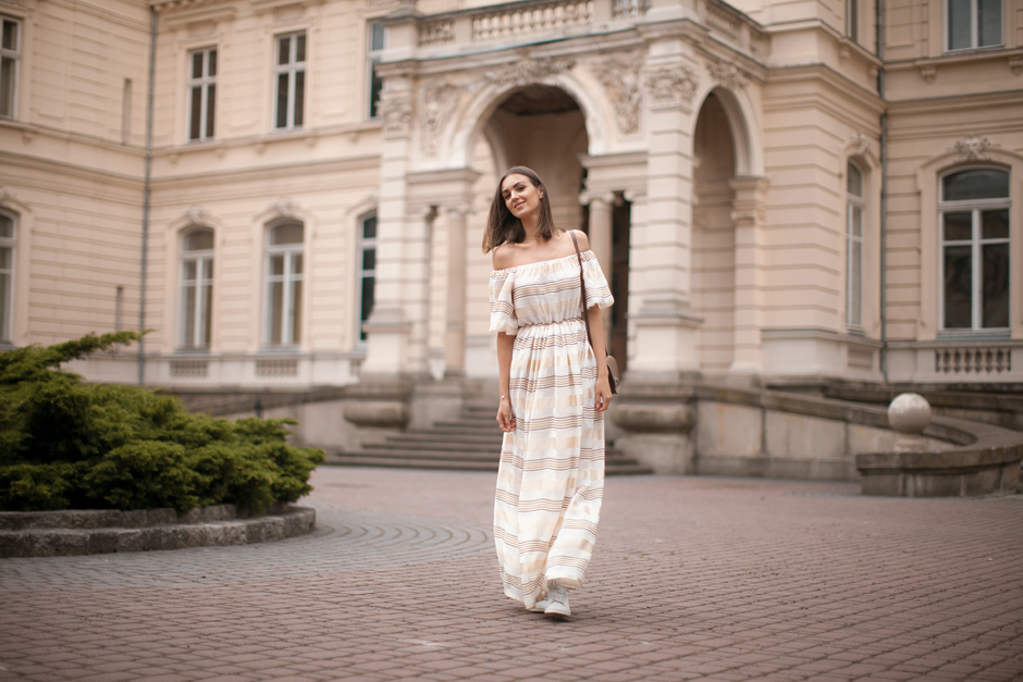 how-to-wear-an-off-the-shoulder-dress-maxi-fashion-blogger