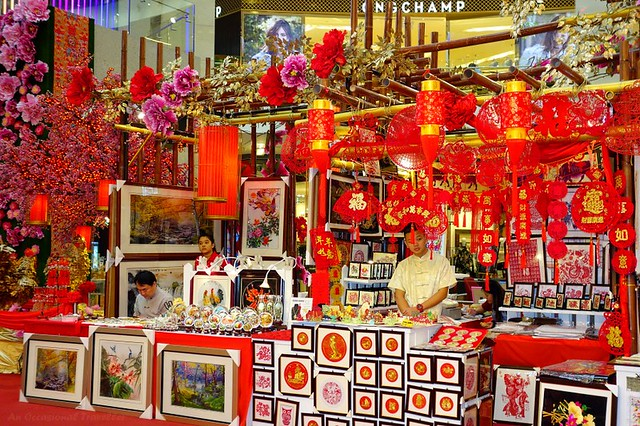 Traditional Chinese arts and crafts items to decorate the home for the New Year