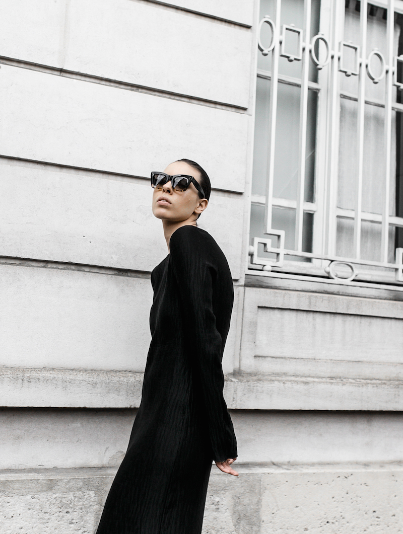 minimal maxi dress fashion blogger Paris street style Adidas Originals Stan Smith white sneakers Givenchy leather tote Celine Catherine sunglasses modern legacy (4 of 6)