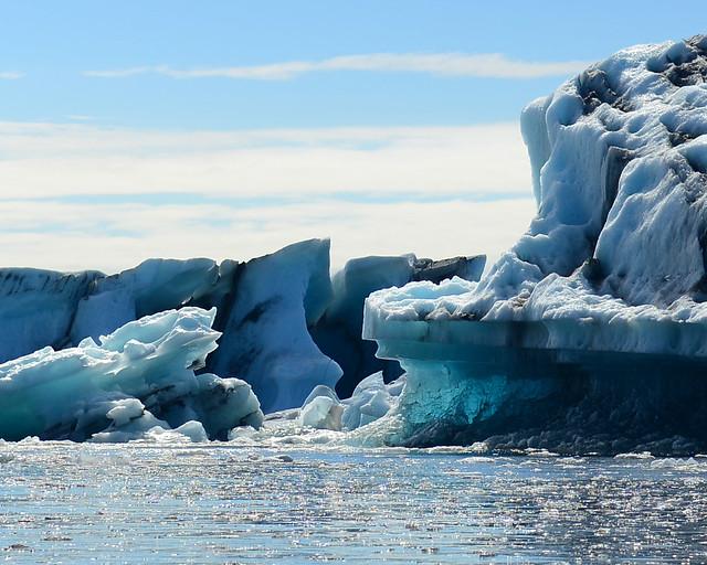 Colores azules de los icebergs en la laguna de Jökulsárlón
