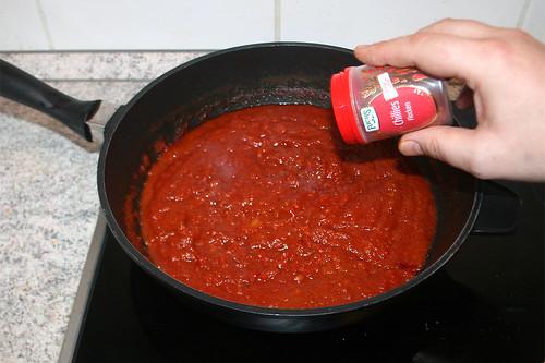 42 - Sauce mit Gewürzen abschmecken / Taste sauce