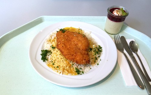 Crispy chicken breast with curry pineapple sauce & rice / Hähnchenbrust in der Knusperpanade mit  Curry-Ananas-Sauce & Reis