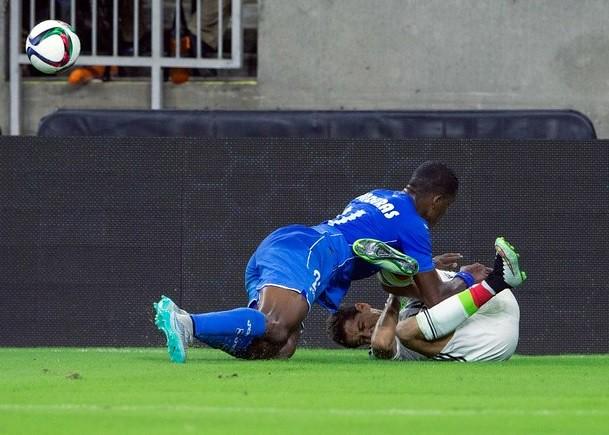 'Chicharito' se podría perder la Copa de Oro por fractura en clavícula