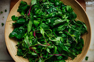 Salada de Ervas, Brotos e Folhas de Beterraba