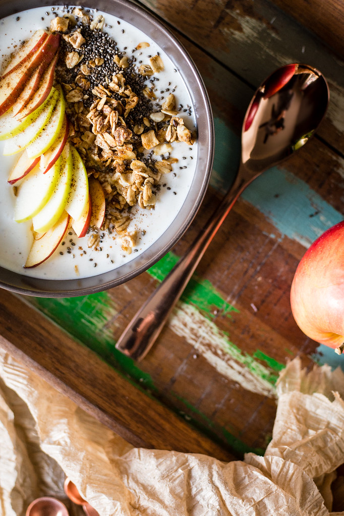 Chai Spice Apple Smoothie Bowl