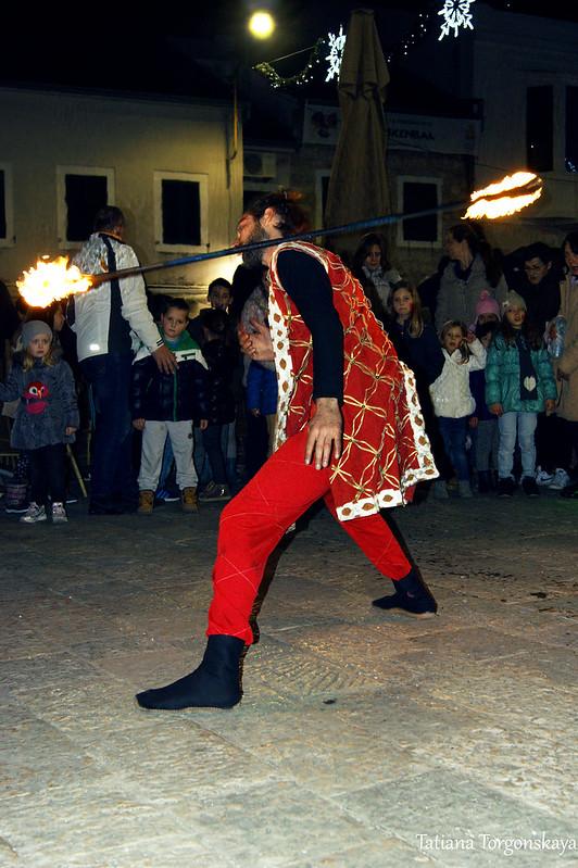 Огненное шоу на площади