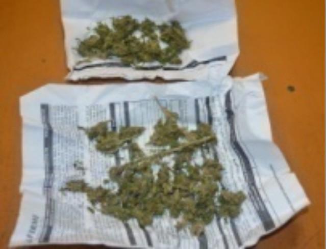 Detienen a sujeto por ingerir bebidas alcohólicas en la vía pública y posesión de marihuana