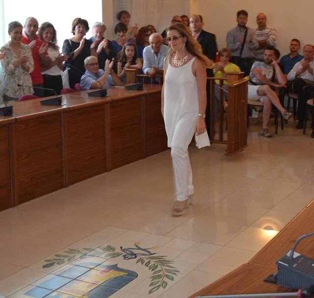 Casamassima- Scommesse chiuse Vito Cessa ha presentato i suo Assessori- L'ingresso degli assessori che sfilano tra il pubblico tipo red carpet