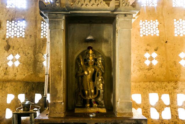 God statue in Lodurva Jain temple, Jaisalmer, India ジャイサルメール ロアーバのジャイナ教寺院の像