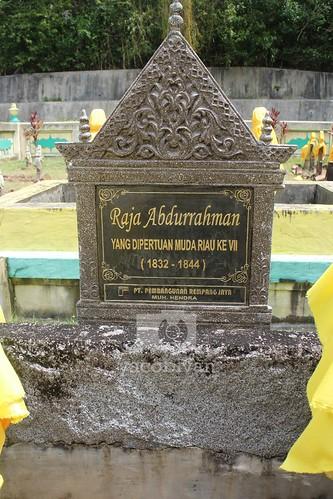 Nisan Makam Raja Abdurrahman YDM VII