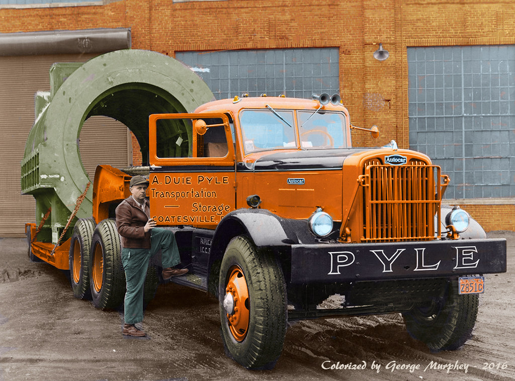 Images of tractor trailer trucks