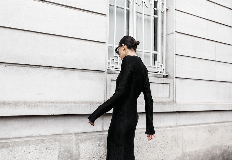 minimal maxi dress fashion blogger Paris street style Adidas Originals Stan Smith white sneakers Givenchy leather tote Celine Catherine sunglasses modern legacy (3 of 6)