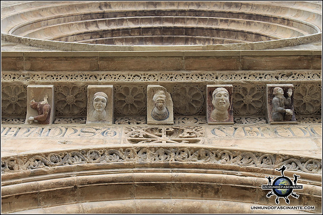 Puerta de la Anunciación, Catedral de Lleida, Cataluña. España.c