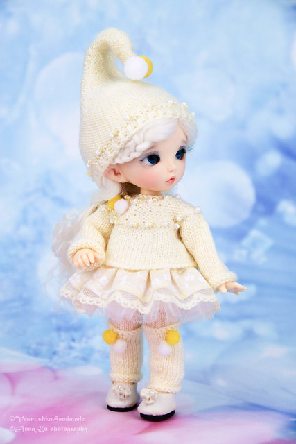 Dwarf set (cap, sweater, skirt, tights, legwarmers)