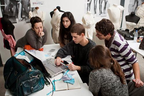 Alumnos en taller de dise o de moda centro superior de di - Universidad de diseno madrid ...