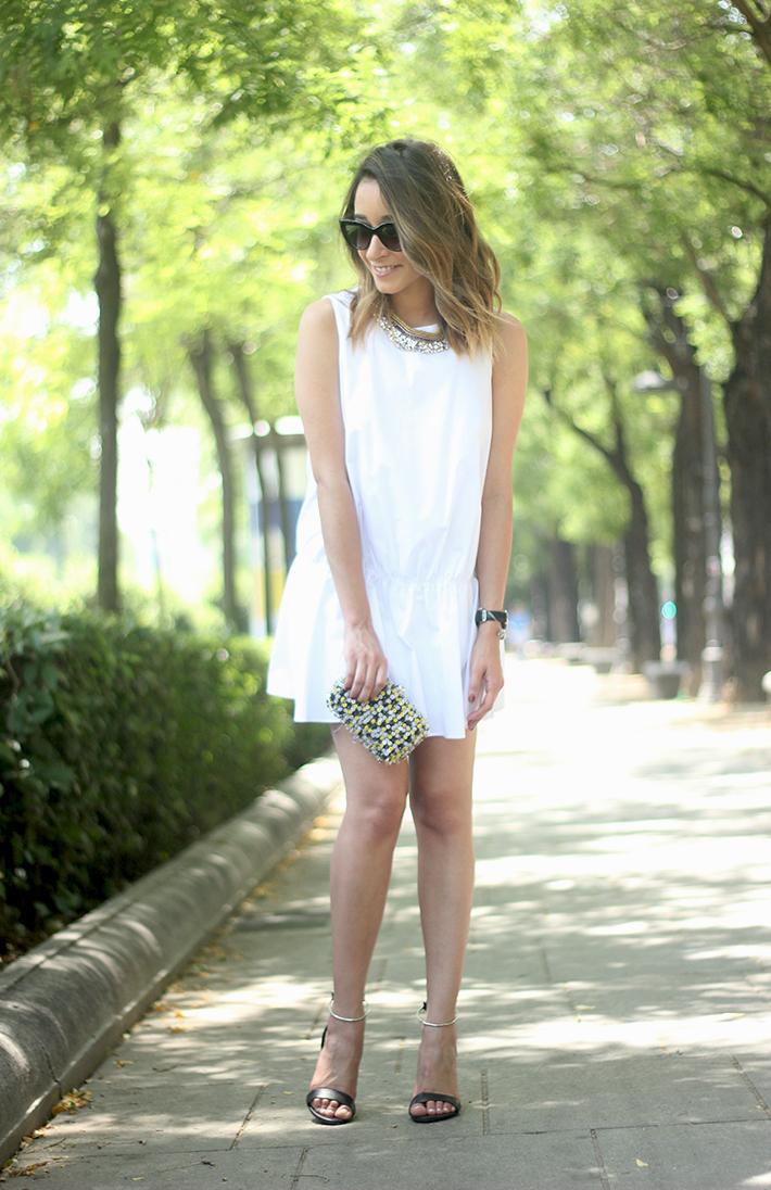 White dress black sandals03