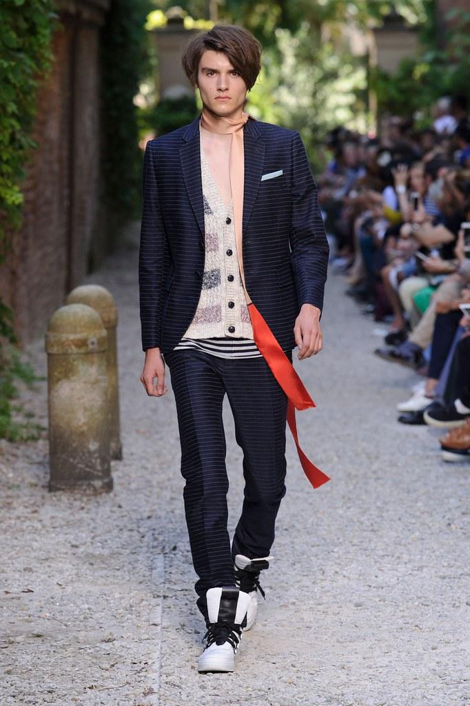 SS16 Milan Andrea Pompilio006_Elvis Jarrs(fashionising.com)