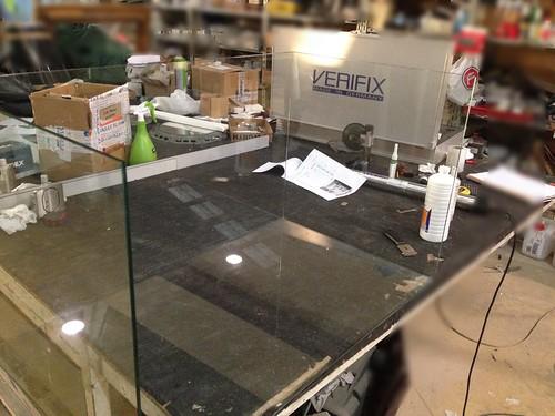 Montaje de estanter a de cristal con rayos uva antes for Cristaleria benissa