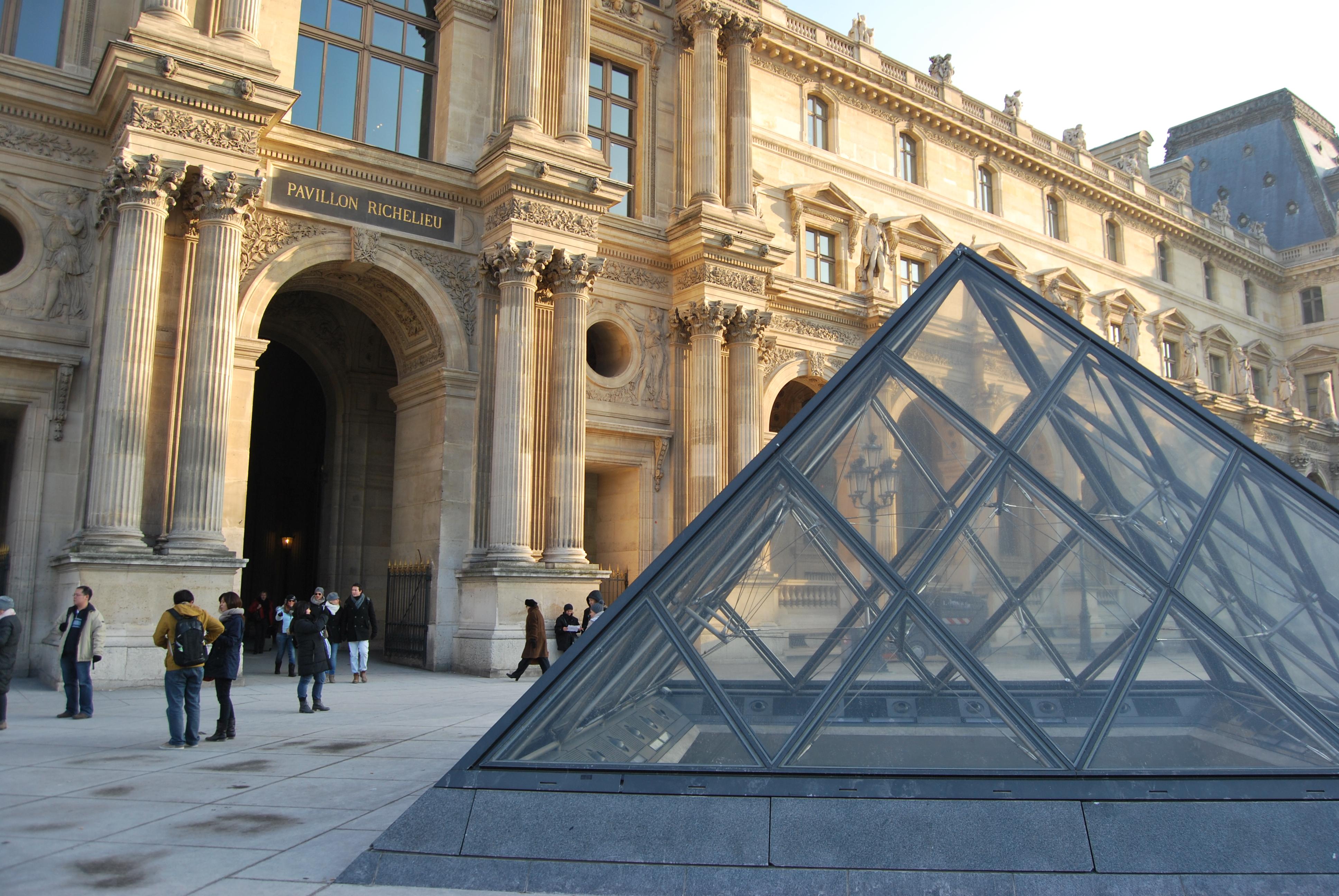 O Museu do Louvre é a casa da Mona Lisa de Leonardo Da Vinci