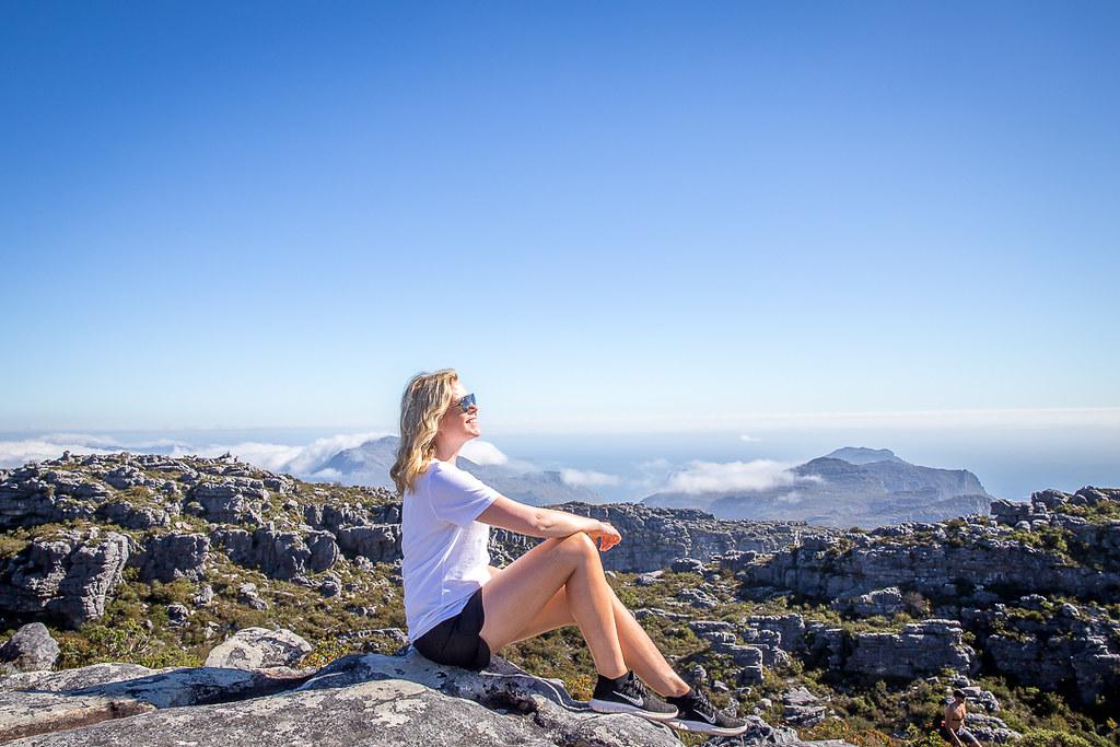 maailmanympärimatka kokemuksia | tyttö vuoristossa.