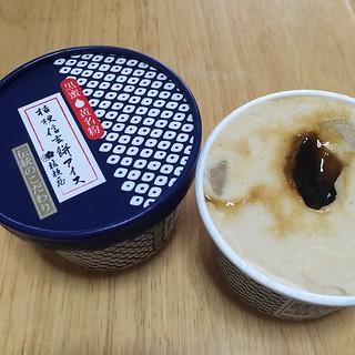 今朝、嫁が買ってきてくれた桔梗信玄餅アイスを食べた。アイスにきな粉が練り込まれててうまいんだ。