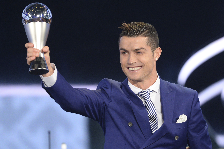 Cristiano Ronaldo獲頒首屆FIFA年度最佳男子球員獎。(達志影像)