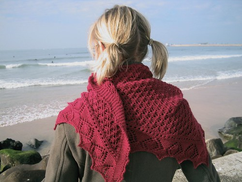 Enes Scarf ogling at the surfers | by 100% pura lana