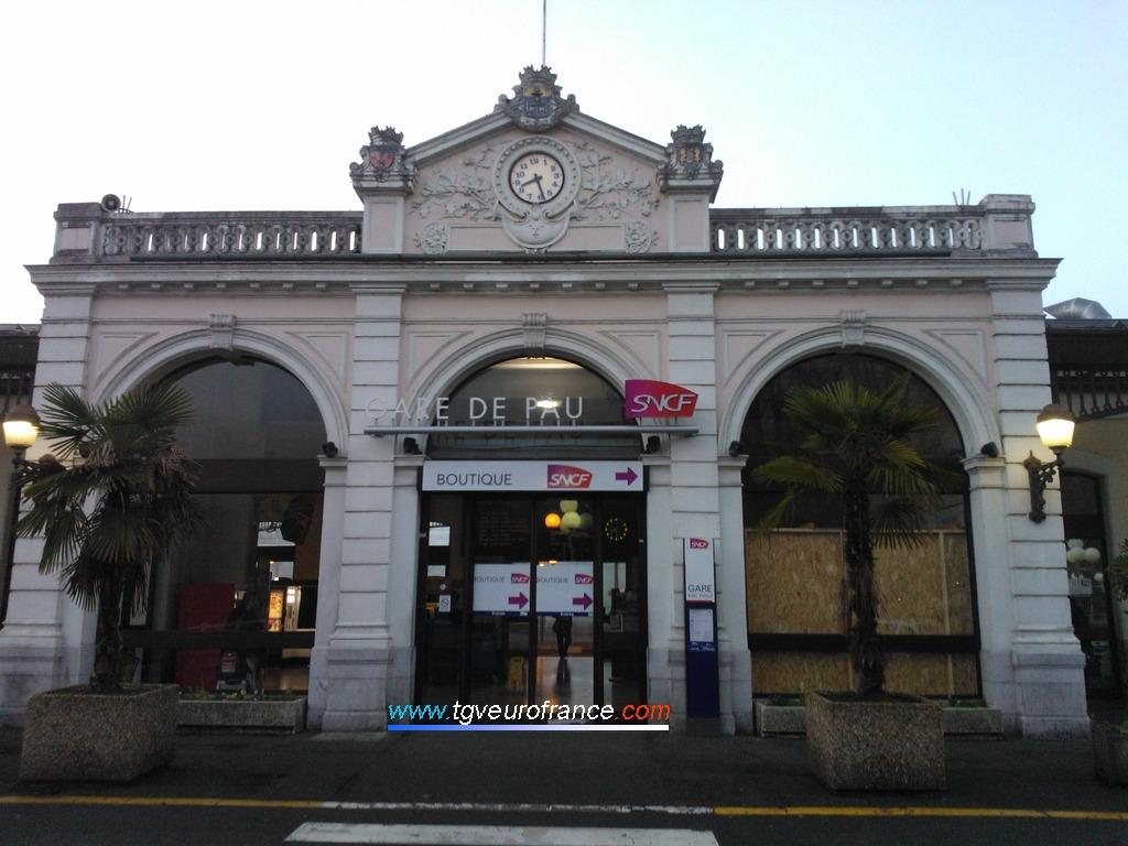 La gare SNCF de Pau (64000) dans le département des Pyrénées-Atlantiques