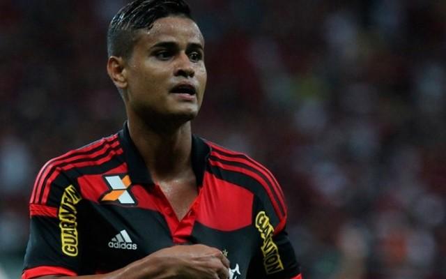 Everton minimiza especula��es e diz que cabe�a est� voltada para ajudar o Flamengo