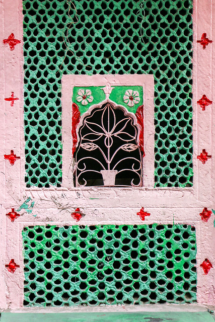 A lovely window in old city, Jodhpur, India ジョードプル 旧市街の可愛い窓