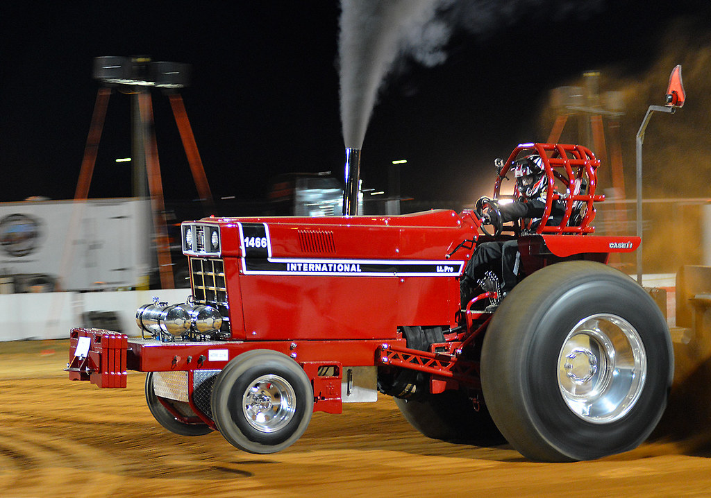 Ih Pulling Tractors : International pulling tractor at night the ntpa