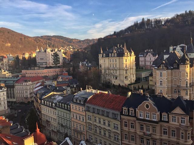 Karlovy Vary desde una colina (República Checa)