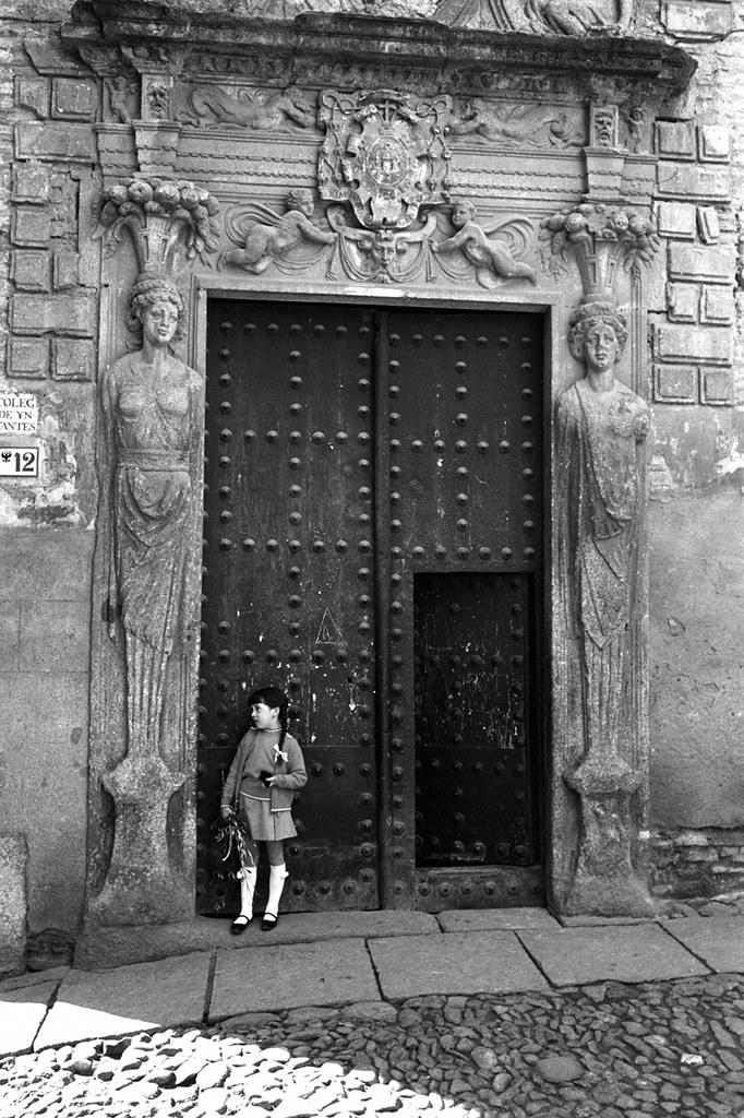 Niña en el Colegio de Infantes en 1966 © Paco Gómez/Fundació Foto Colectania