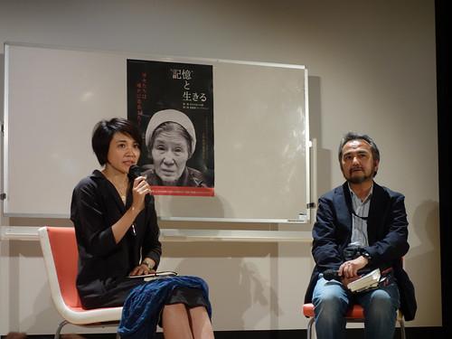 """映画『""""記憶""""と生きる』完成披露記念上映会から、土井敏邦監督(右)と北原みのりさん(左)"""