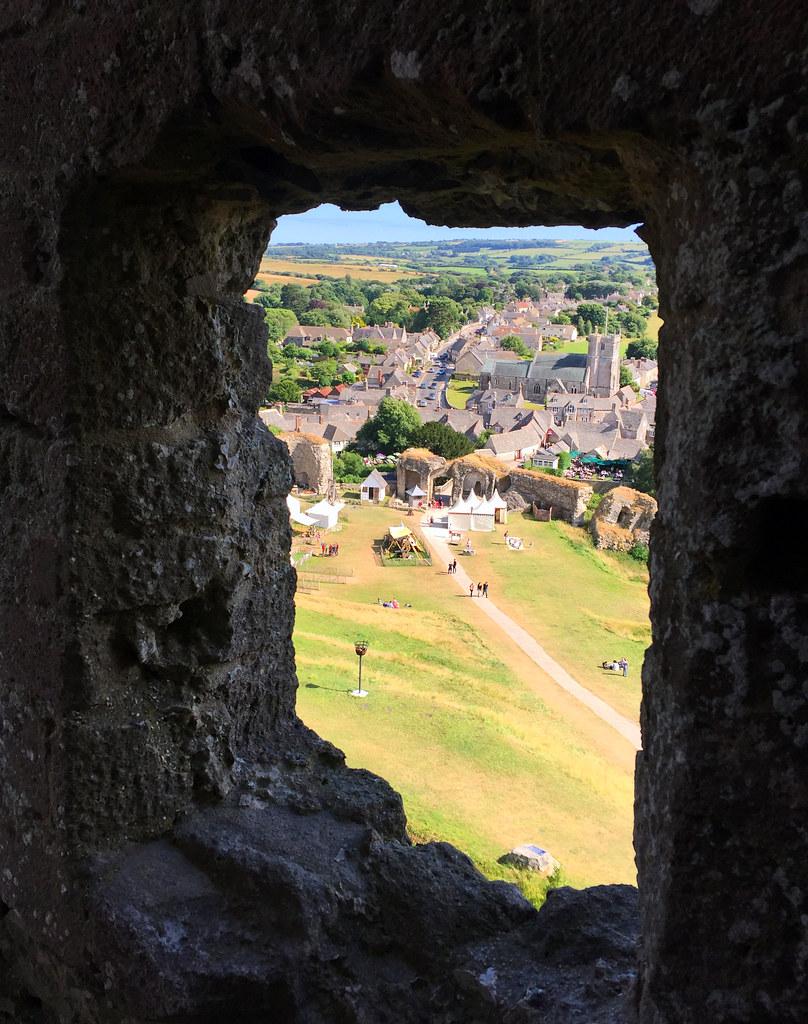 """Castillo de Corfe - La Bruja Novata - Inglaterra castillo de corfe - 32050390643 0c2faa6378 b - Escenarios de """"La Bruja Novata"""" – Castillo de Corfe"""