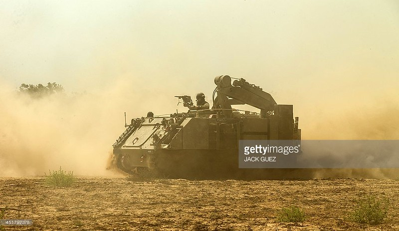 M579-fitter-gaza-border-20140707-gty-1