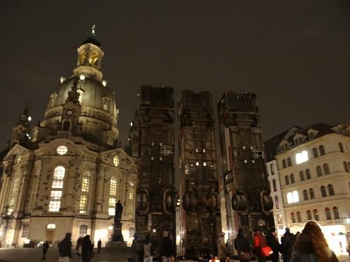 Das Aleppo Buss-Barrikade Monument in Dresden gibt dem das Grauen des Krieges unmittelbare Gesichtszüge