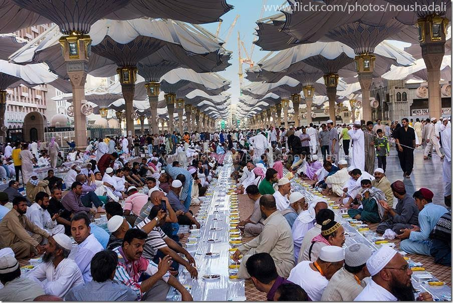 19048253260 fcb7fa307d o - Iftar at Masjid e Nabvi