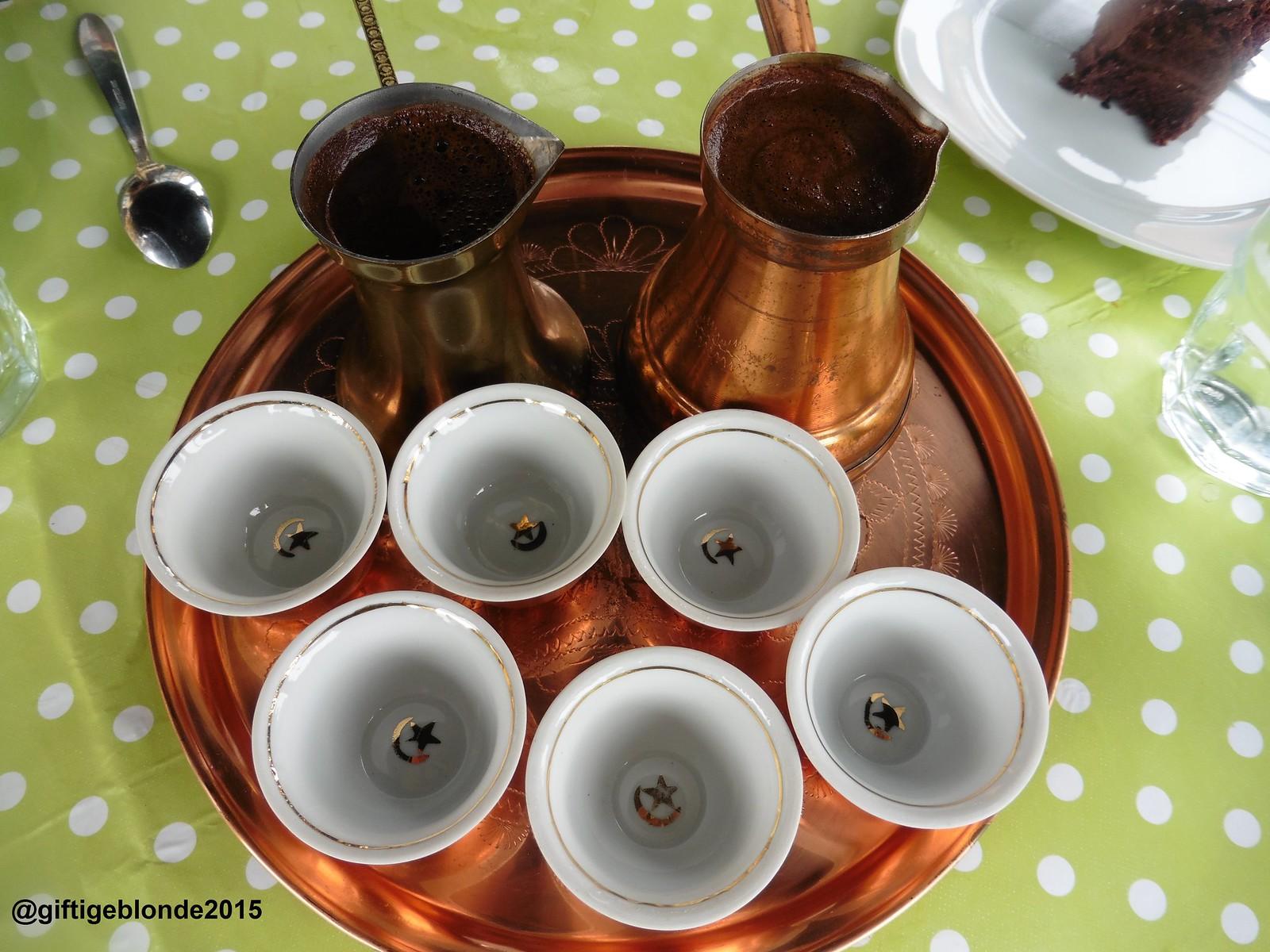 Türkischer Kaffee stilgerecht serviert