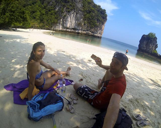Haciendo un picnic en la Koh Hong Island, una de las islas más espectaculares de Tailandia