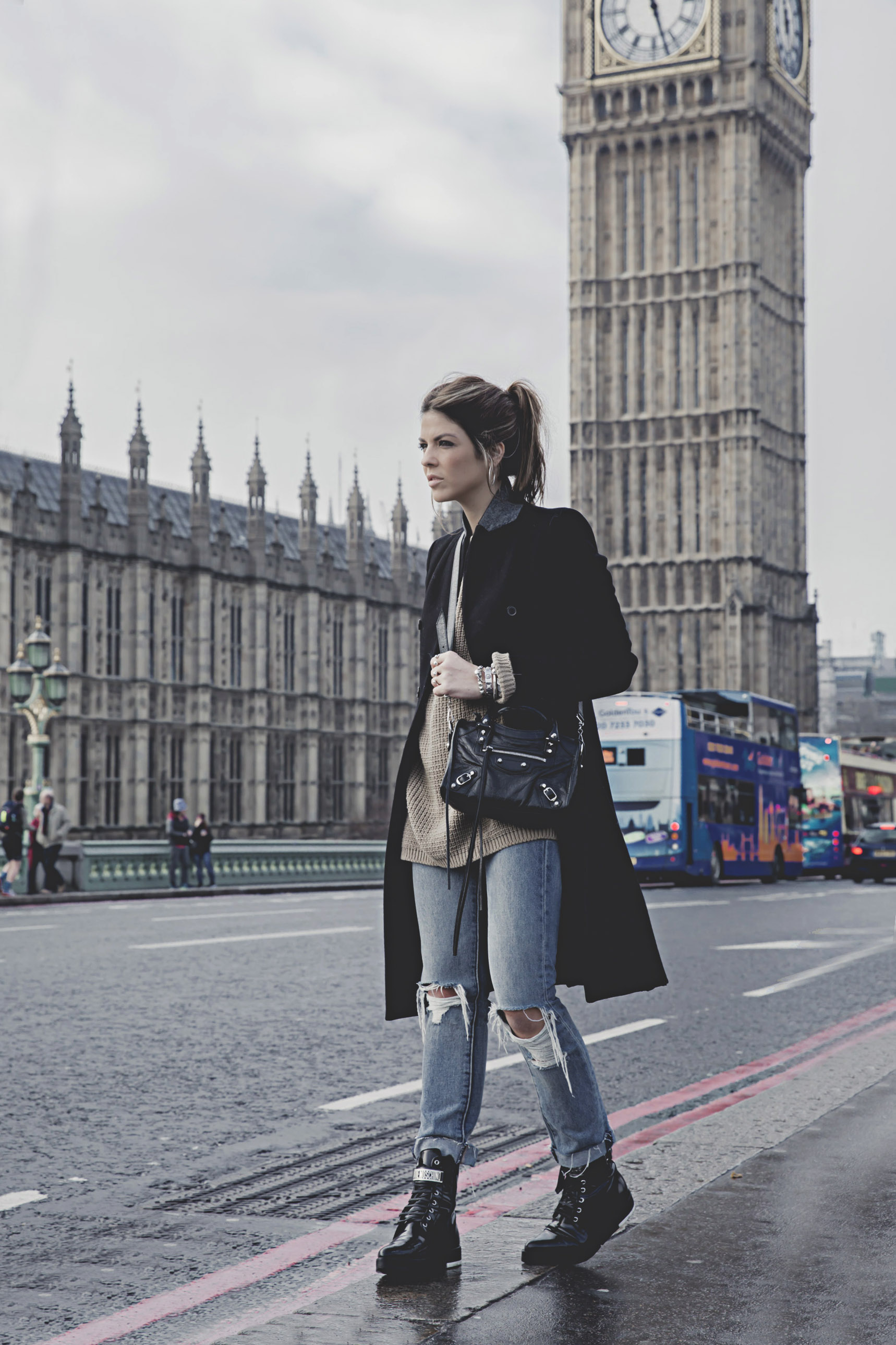 trendy-taste-london-londres-blogger-moschino-zara-jeans-rotos-vaqueros-denim-punto-oversize-7lo