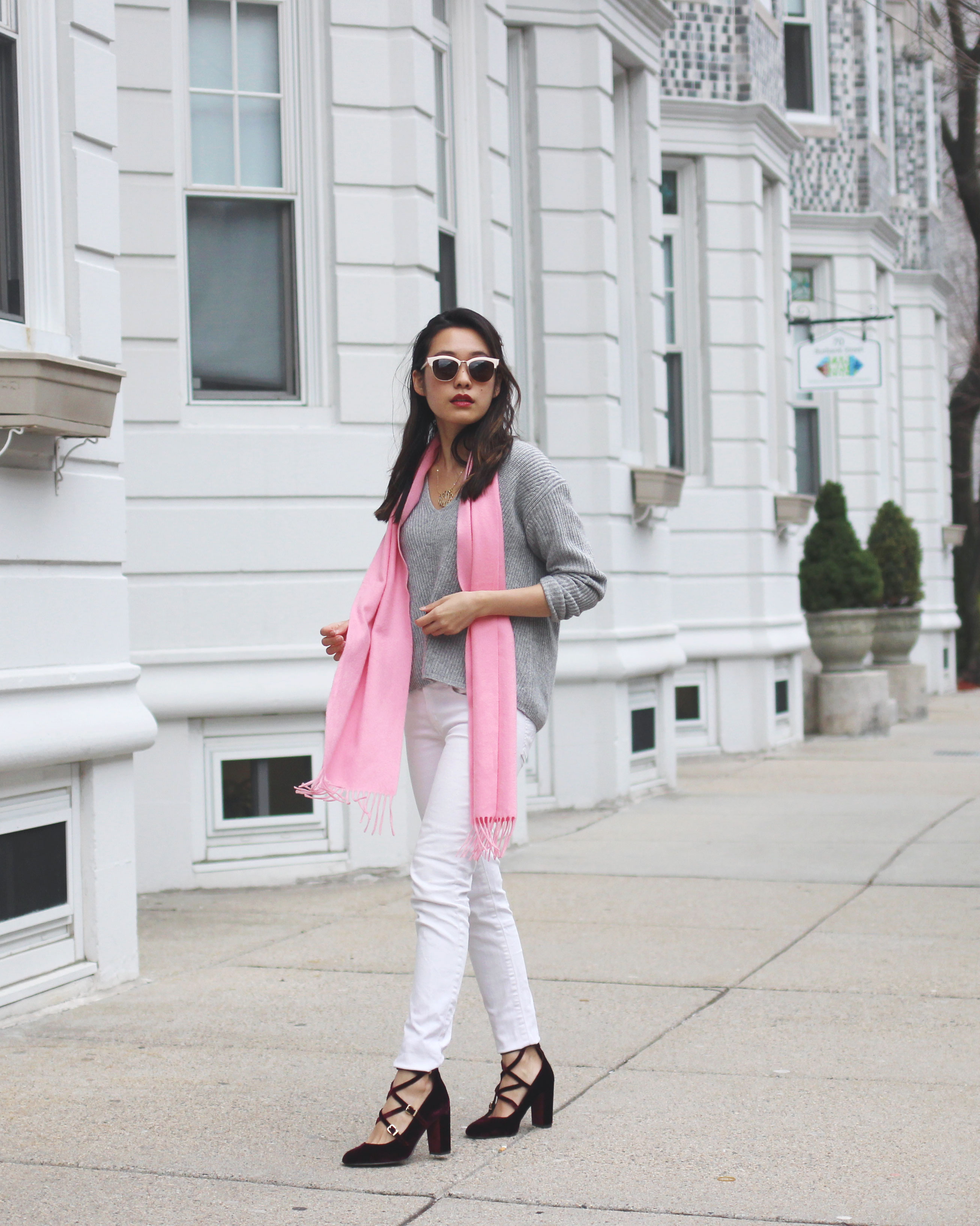 Pink cashmere Uniqlo scarf and white jeans Valentine's Day outfit