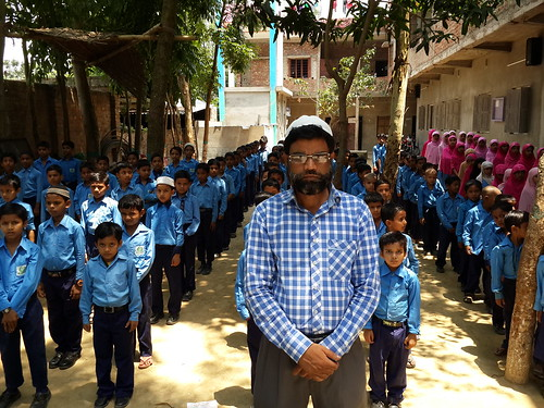 Founder_enamul_Haque_with_students_of_Al_Hai_Mission